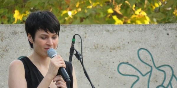 El concert solidari del SOM omple la plaça del Camp